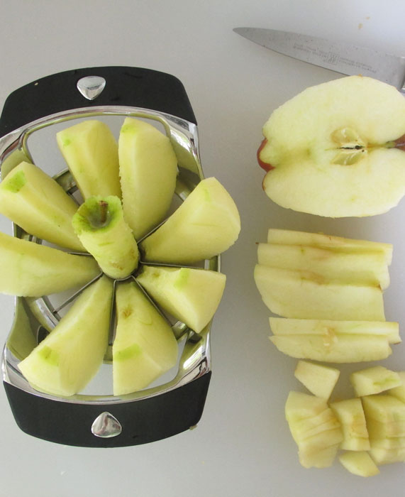 slicing and cutting apples for cake