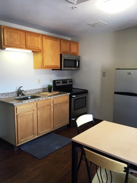 SLB One bed kitchen.jpg