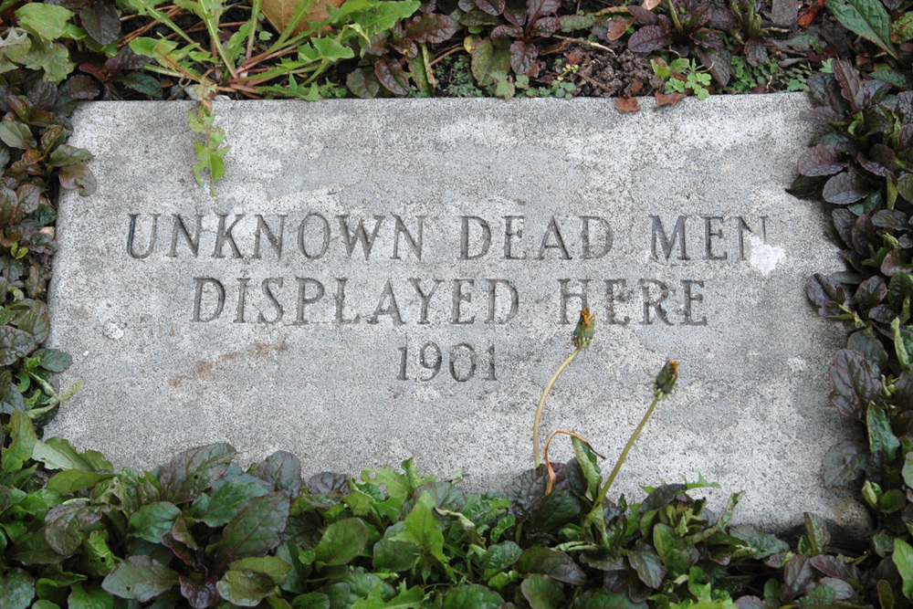 unknown-dead-men-displayed-here.jpg