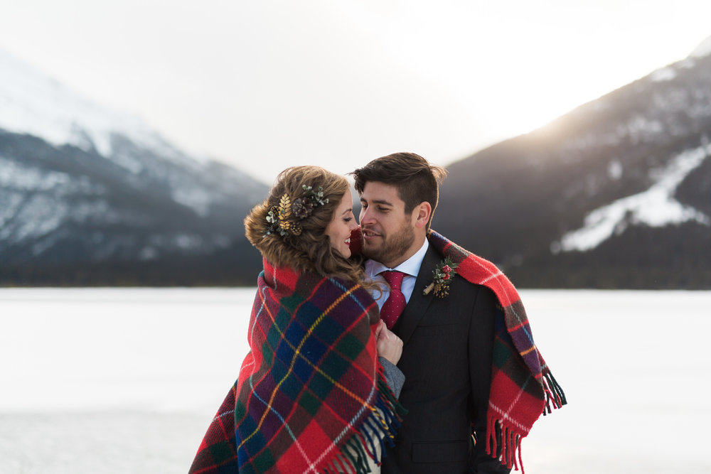 Wedding couple in the winter in Canmore