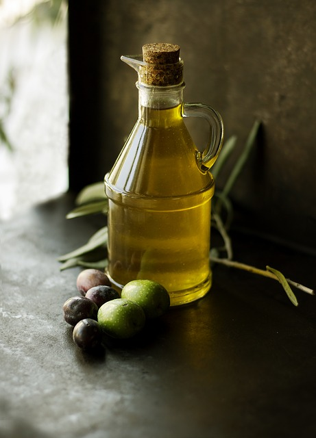 Olive Oil (Olea Europaea) - Is rich in vitamins and nutrients, which promote fuller, healthier strands of hair.