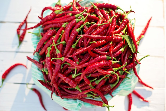Cayenne Pepper (Capsicum Annuum) - Contains capsaicin, which is a chemical that stimulates hair follicles and quercetin, which increases blood flow.
