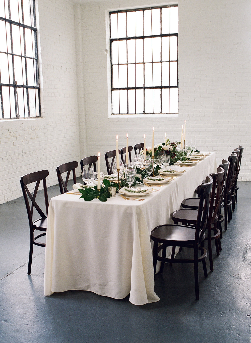 Modern Dinner Estate Table with a Green, White and Gold Theme
