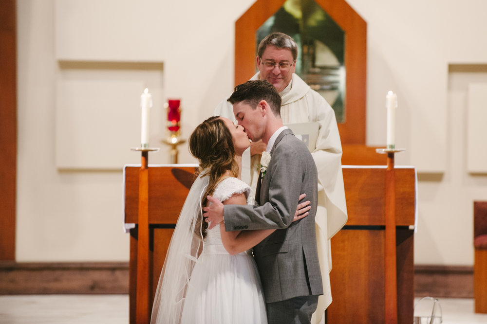 st-thomas-aquinas-catholic-church-wedding-emily-josh-1013.jpg