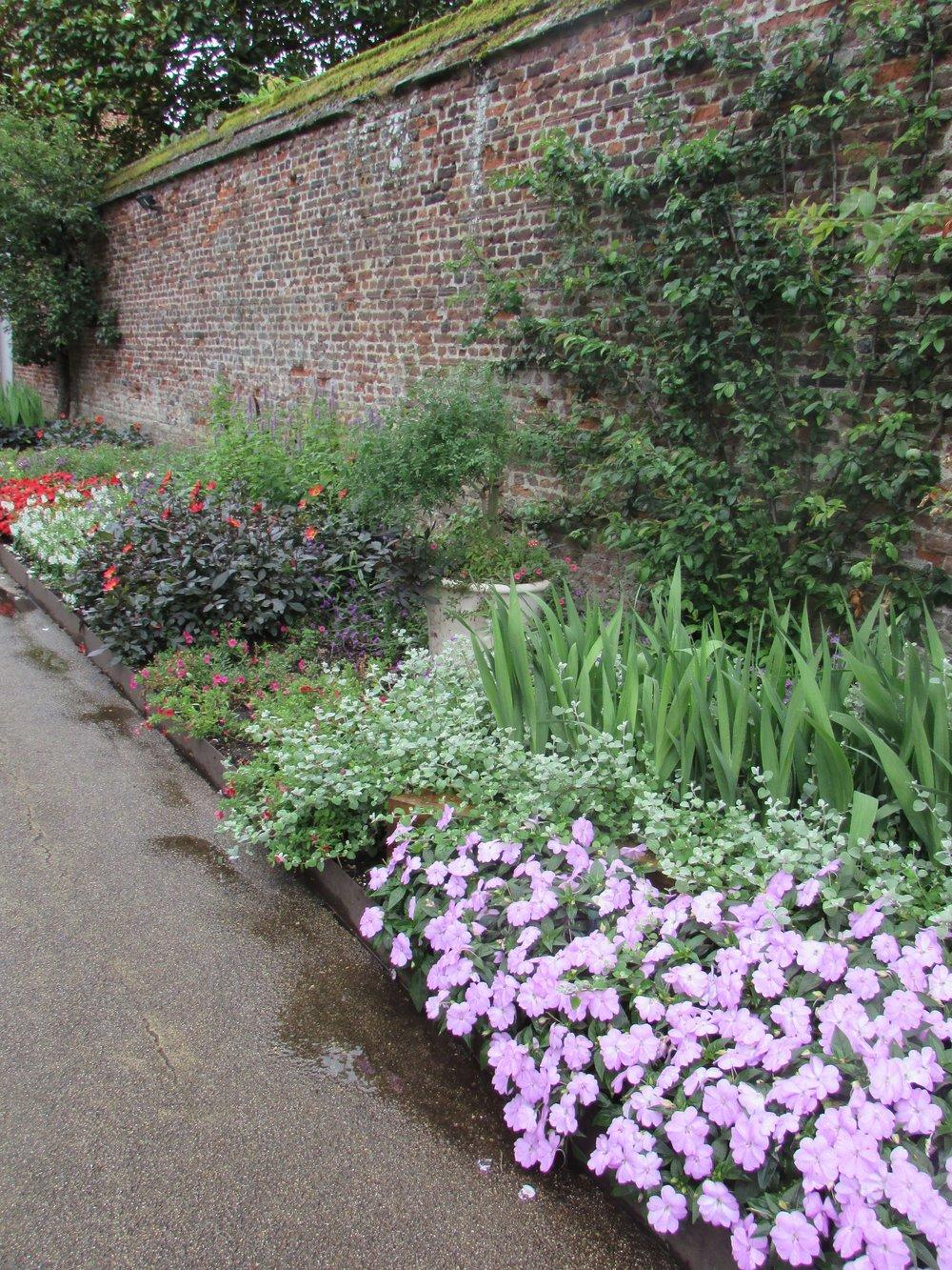 Hampton Court gardens 7.jpg