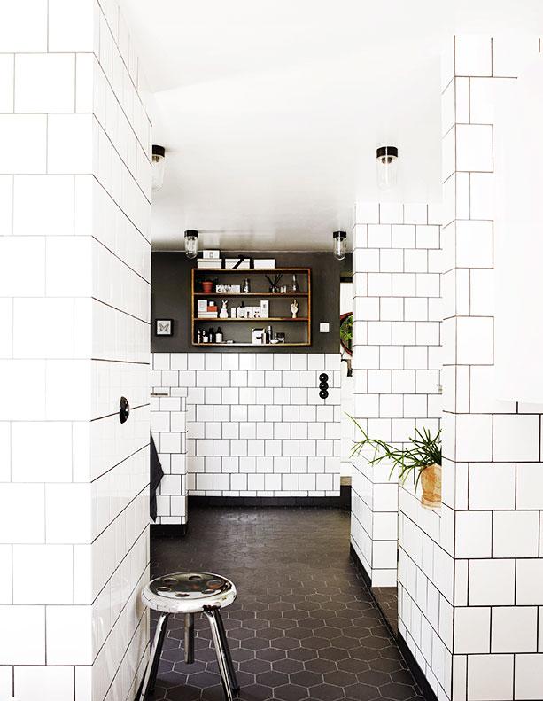 Stötte på detta fina hus igår. Älskar de gamla teakskåpen som dom delvis har inrett med i köket. Bilder :  Residencemagazine