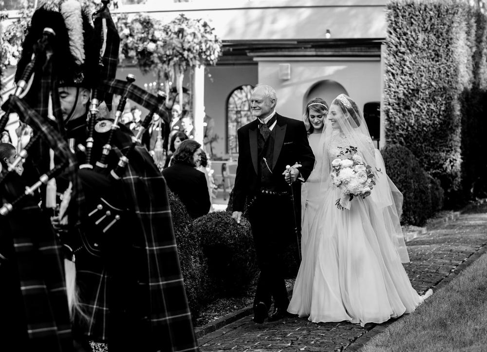 Emma_Lachy_Wiggles_Hopewood_Wedding_8.jpg
