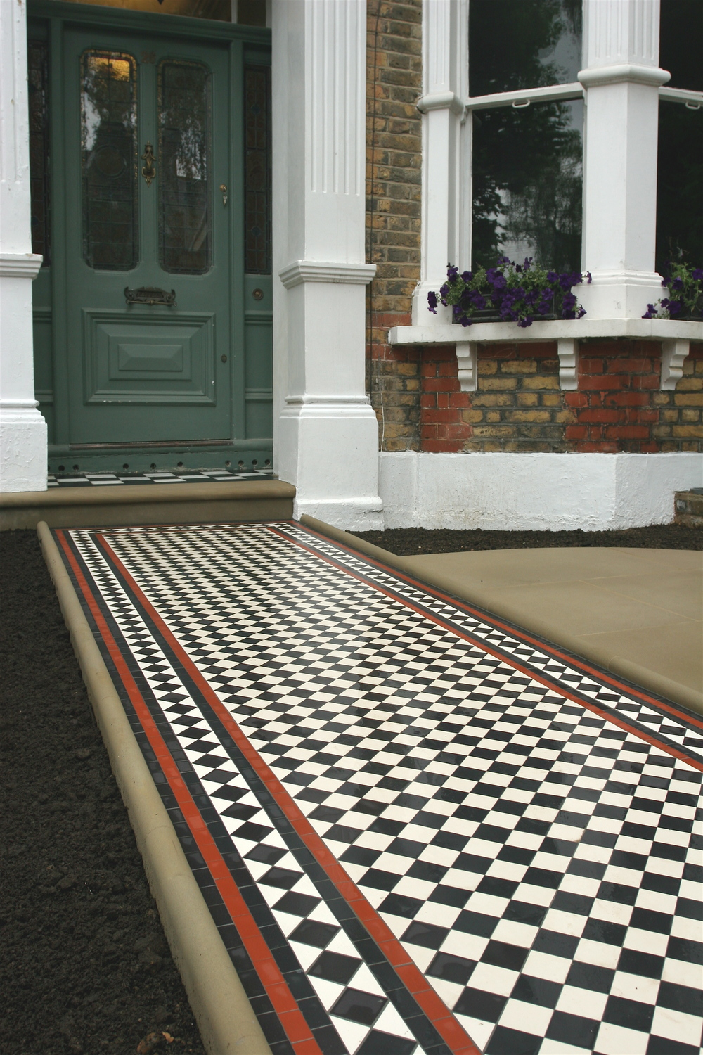 017 Black & White Chequer with Diamond Border and Five Lines