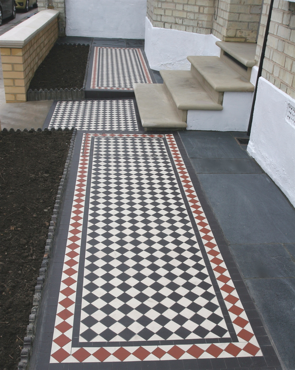 020 Black & White Chequer with Red Diamond Border