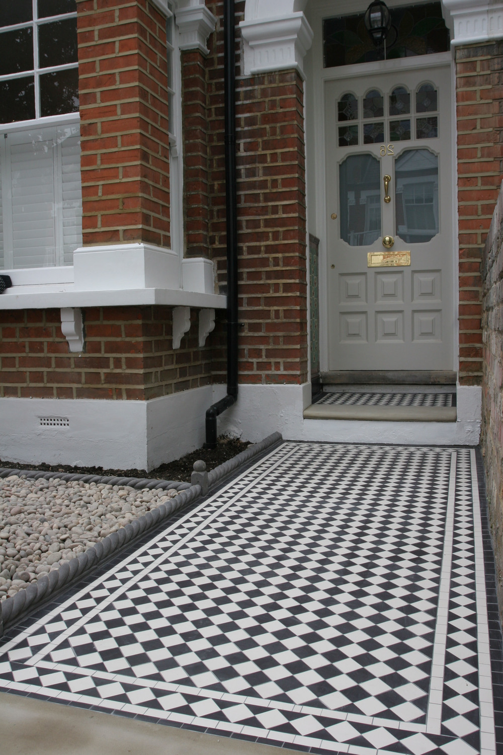 015 Black and White Chequer with White Diamond Border