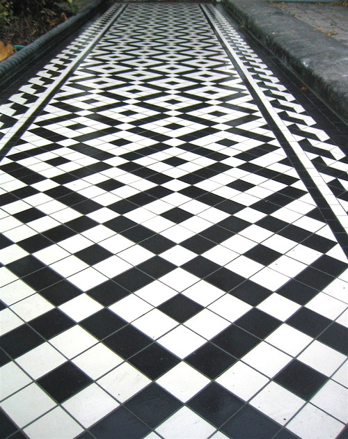 Same black and white victorian tile pattern but with Wave Border.