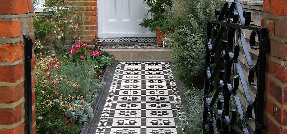 BLACK AND WHITE CHEQUER DESIGN