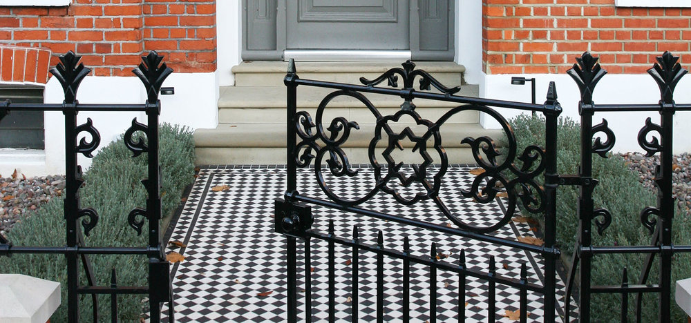 BLACK & WHITE CHEQUER DESIGN