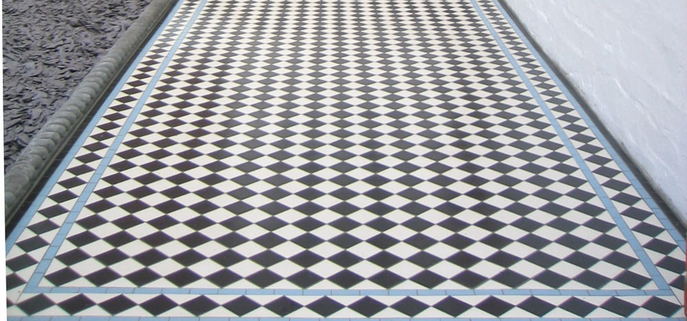Chequer with blue diamond border.jpg