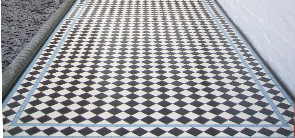 Chequer with blue diamond border.jpg