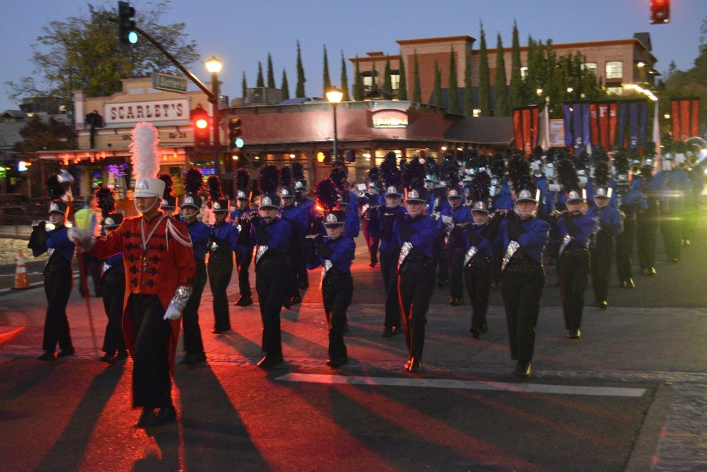 HC Parade.3 full band with Scarletts in back.jpg