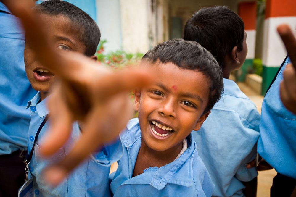 twee jongens in een school in India