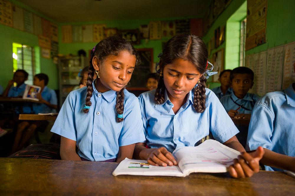 Twee leerlingen in een school in India