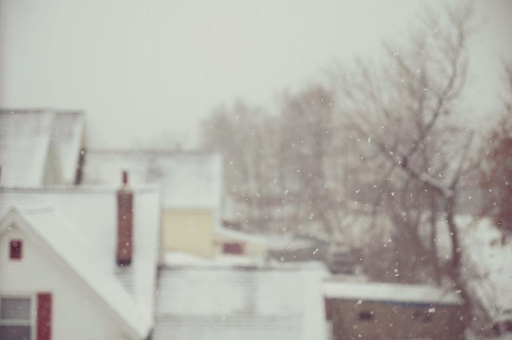 house_snowing2.jpg