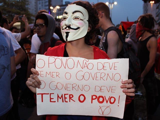 Thais Lopes, estudante de jornalismo e umas das poucas pessoas que parecem entender o significado da máscara.