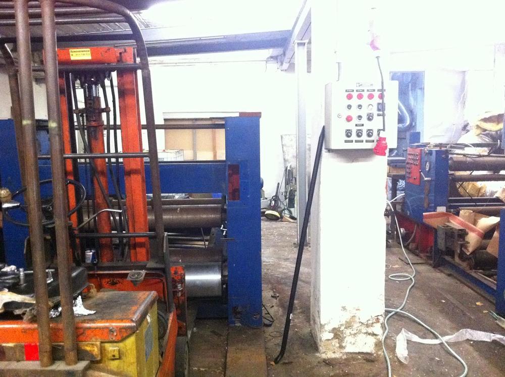 Zu beachten auch die 10 Tonnen Stahl in form von zwei Druckmaschinen