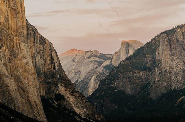 Yosemite National Park 🌄 • • • • • #yosemite #moodygrams #travelphotography #goldenhour #justgoshoot #thevisualscollective #awesupply #vscocam #fullframe #theIMAGED #artofvisuals #exklusive_shot #agameoftones #visualsoflife #ReflectionGram #feedbacknation #neverstopexploring #mountainview #eastcoastcreatives #thevisualscollective #awesupply #fog #bevisuallyinspired #basejump #perfecttiming #weddingphotography #eclectic_shotz #folkgreen #earthfocus
