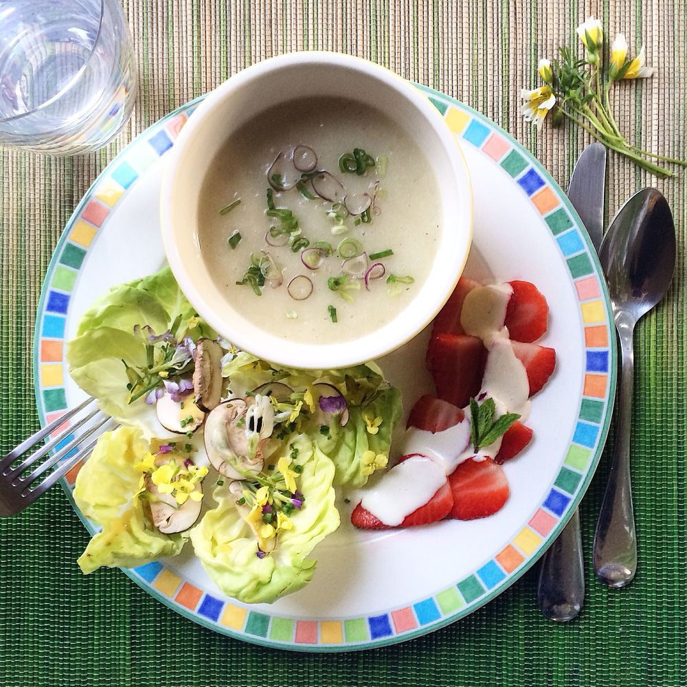 Potatoe and spring onion soup inspired by Saveur Magazine, served with Spring salad and strawberries for a Meatless Monday Plate.