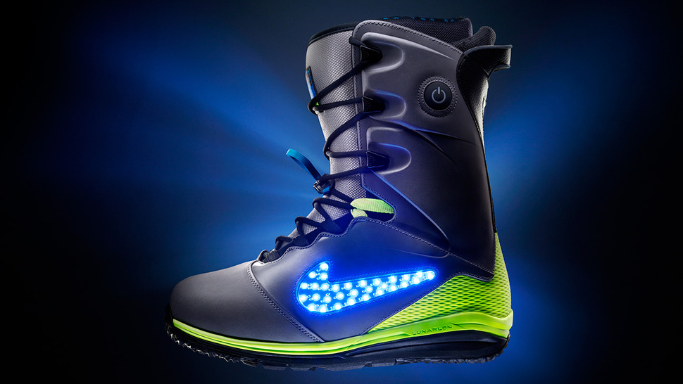 Take off into outerspace in the Nike LunarENDOR QS Snowboarding Boots. LED's lighting up the Snow