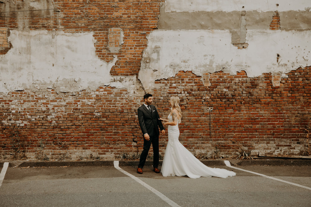 Industrial-Vibe-Wedding-Sambajoy-Photo-Art-11.jpg