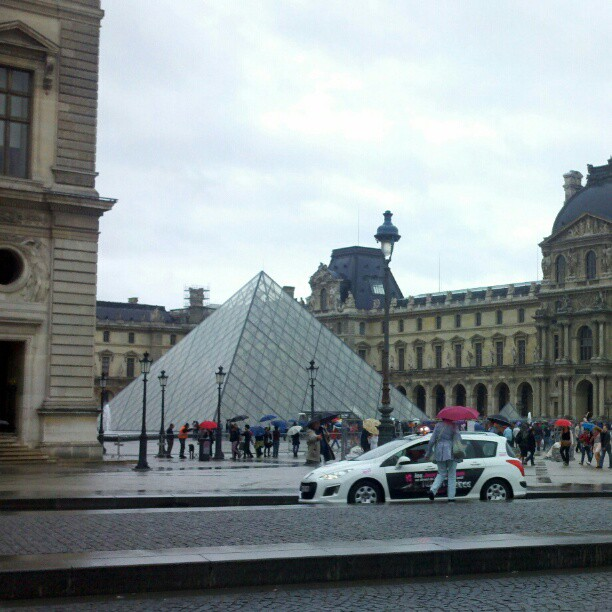 Le Louvre #paris #lelouvre #travel (Taken with Instagram)