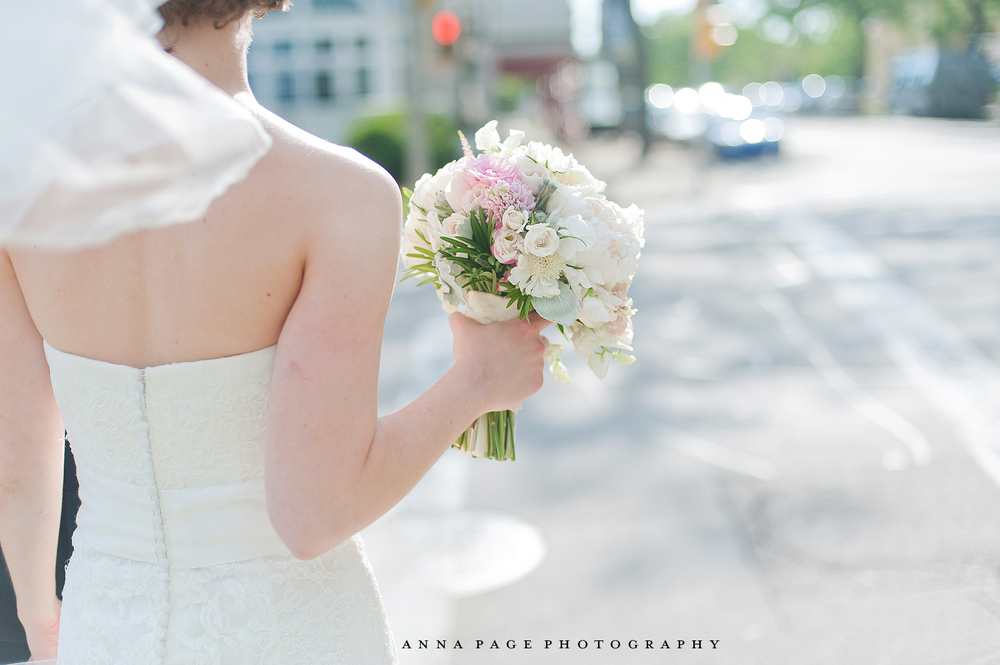 Bride in the city bouquet