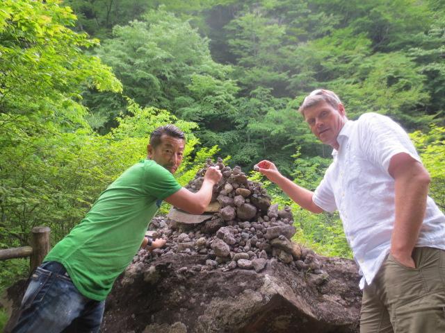Benedikt and Masa adding stones