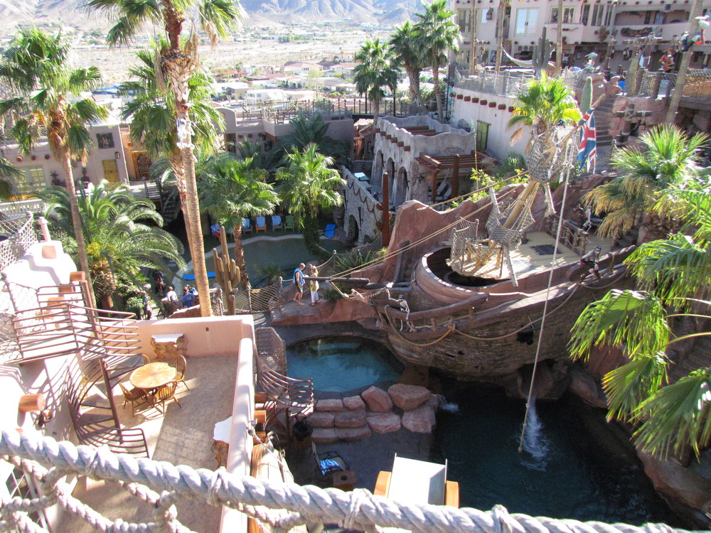 Here is a great overview of the central part of Pirate´s Cove