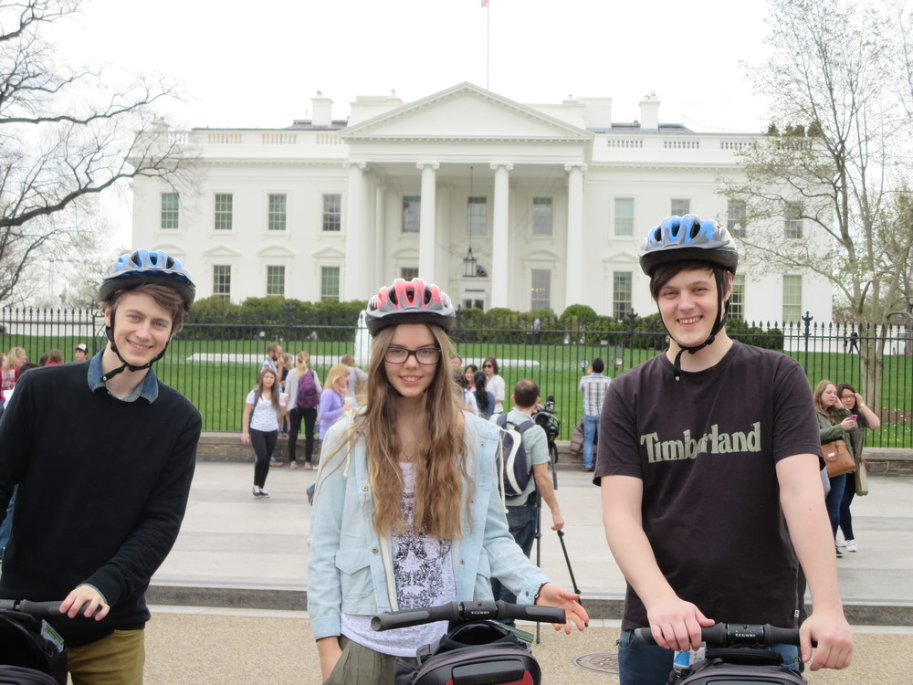 Atli, Dora and Björn in front of the White House