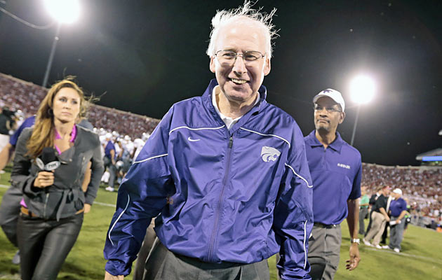 Bill Snyder models a 2004 Fiesta Bowl windbreaker. (Photo courtesy: CBSSports.com)