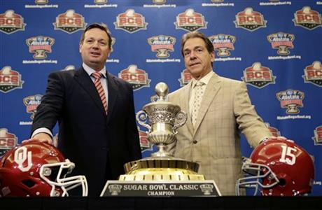 If Bob Stoops has an edge, it's in the suit game. (Photo courtesy: collegefootball.ap.org)