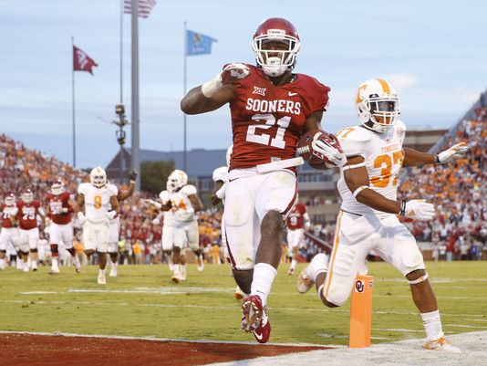 Plenty of Tennessee defenders got a good look at Keith Ford's backside in Oklahoma's 34-10 over the Volunteers. (Image courtesy: USAToday.com)