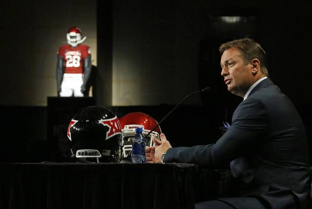 Bob Stoops doesn't look to be going anywhere, but that won't stop people from talking about him and Florida. (Image courtesy: dallasnews.com)
