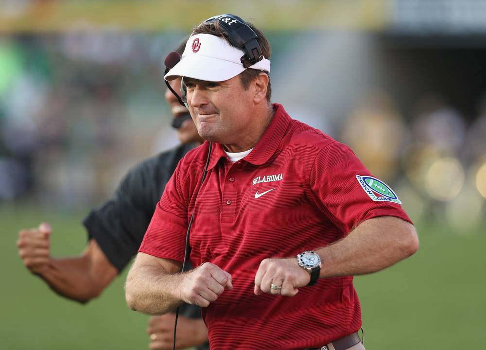 Can Bob Stoops get back up in the game (running things like his swing)? (Image: dallasnews.com)