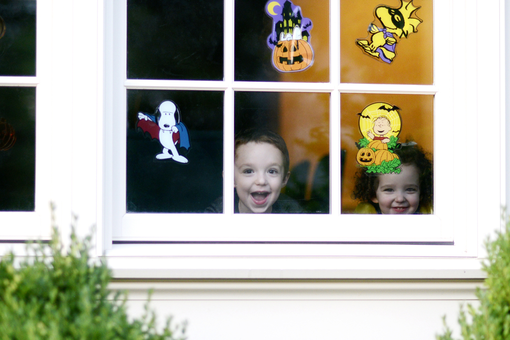 _DSC6381 kids looking out window.jpg