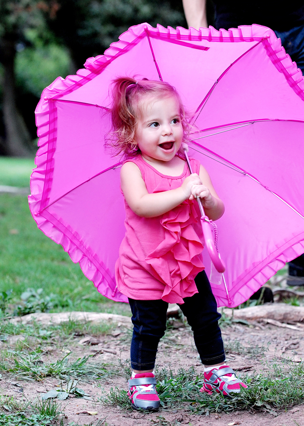 _DSC0569 tess with pink umbrella color.jpg