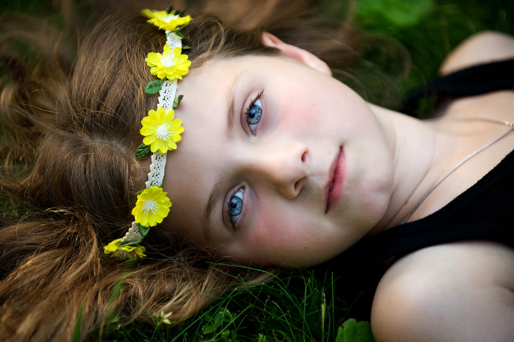 DSC_8914 flower child lying down in grass web.jpg