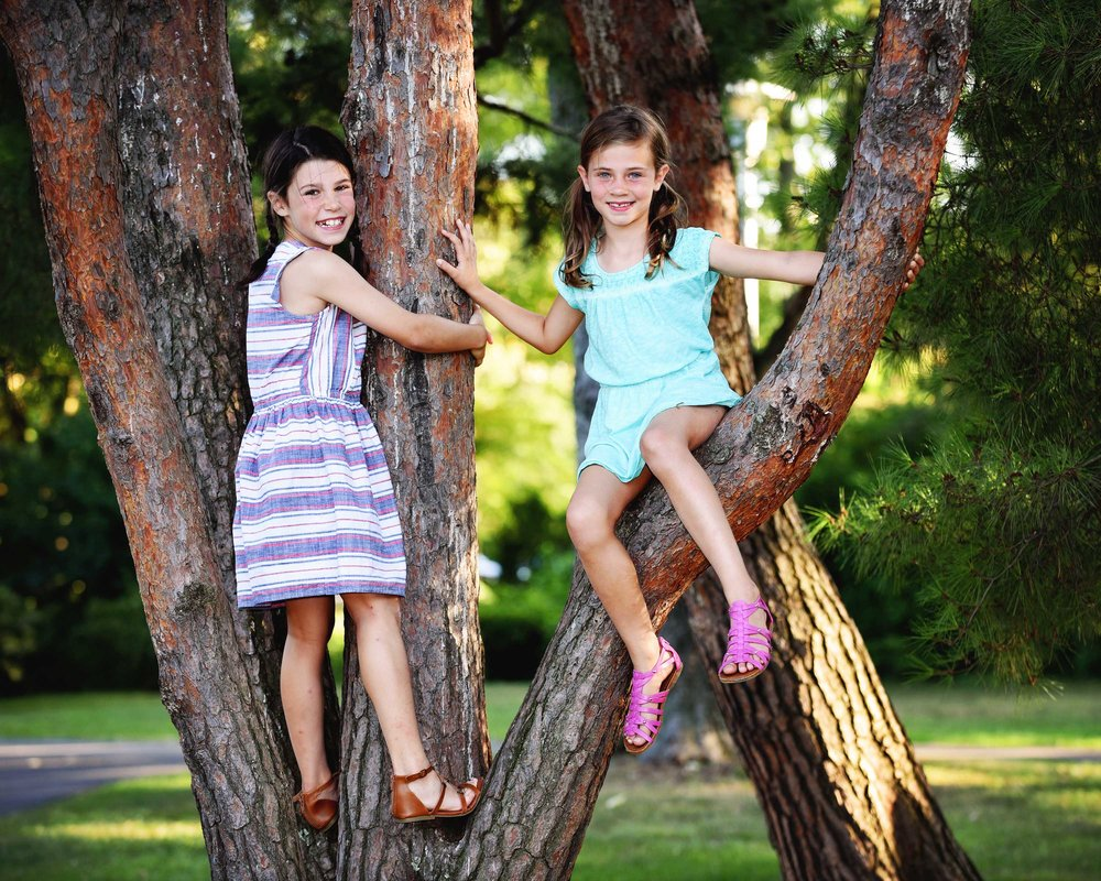 DSC_4723 girls climb tree.jpg