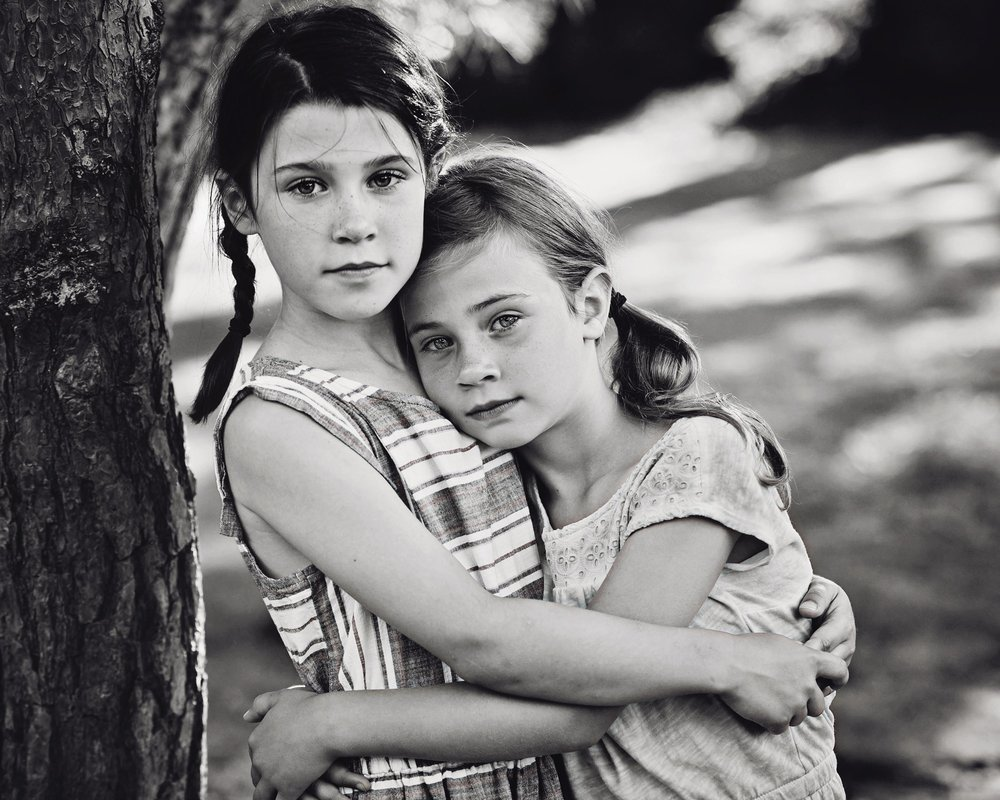 DSC_4843 girls serious hug BW.jpg