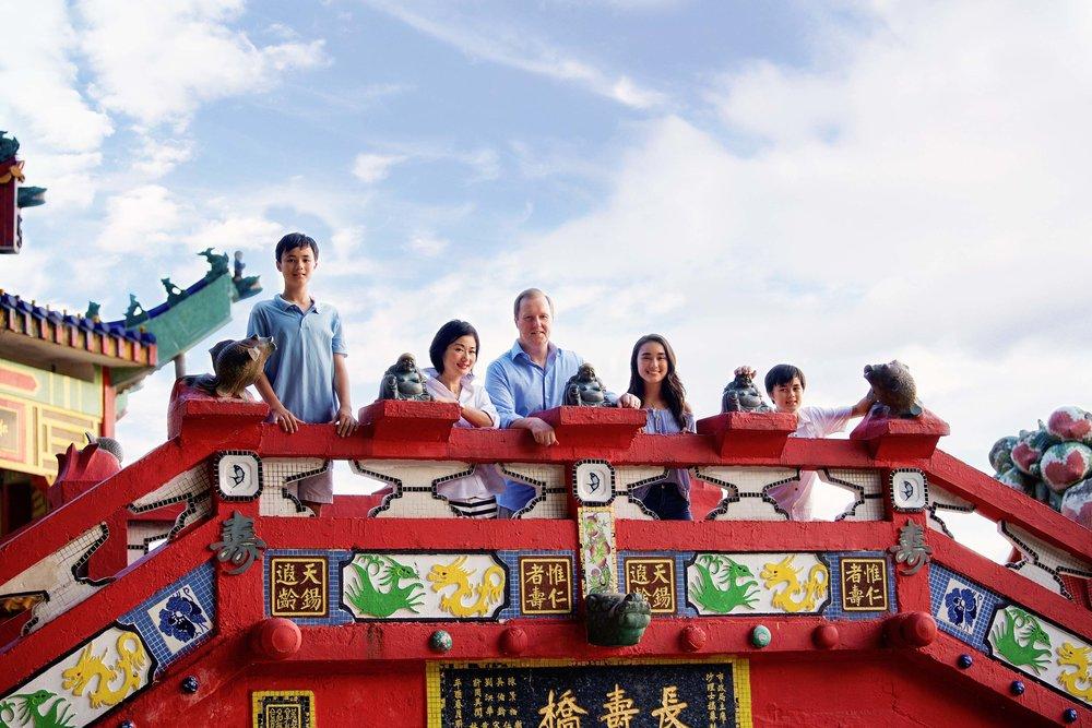 DSC_8008 family on red bridge web.jpg
