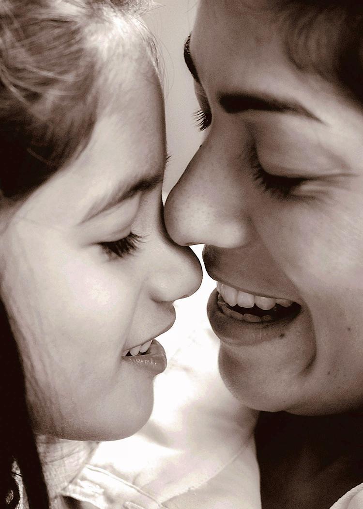 _DSC0252 rhea anjuli nose kiss cepia 5x7 web.jpg