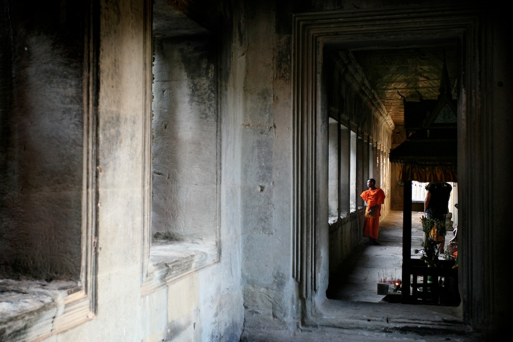 Moine à Angkor Wat, Cambodge