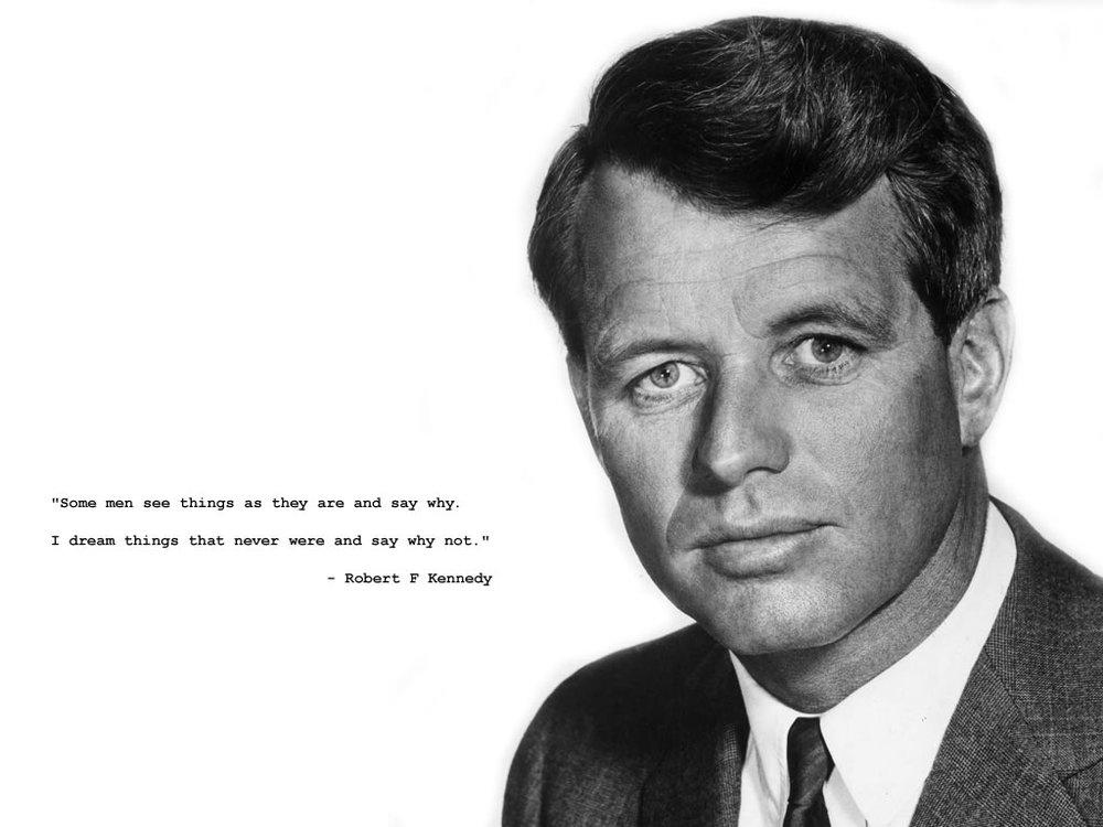 Robert Francis Kennedy (Frère du président des États-Unis John Fitzgerald Kennedy.), sr, né le 20 novembre 1925 à Boston et mort assassiné le 6 juin 1968 à Los Angeles alors qu'il briguait la présidence des états unis.