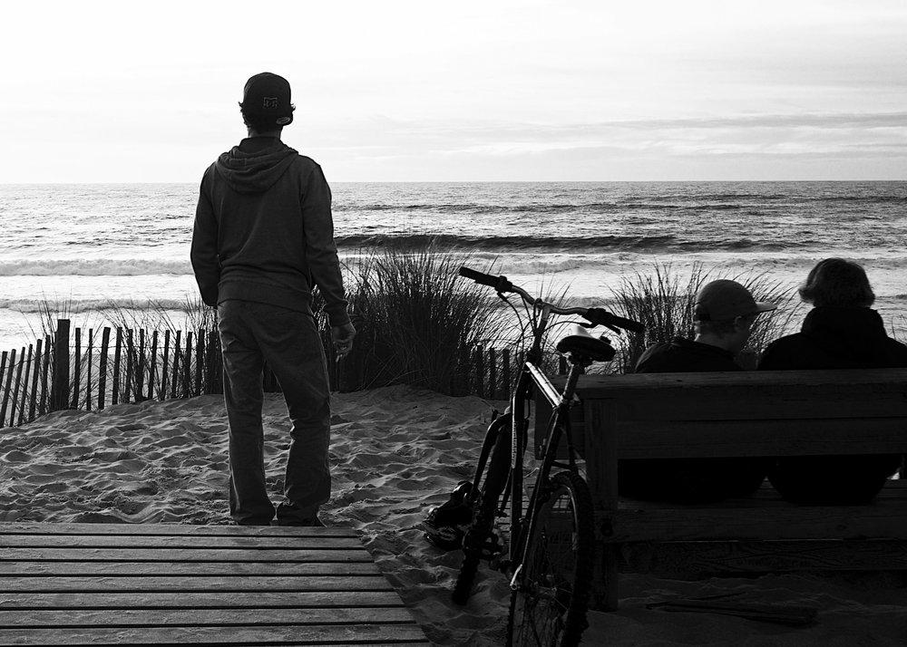 Un après-midi d'ados - © Thierry Lothon 2013 Photo prise sur les dunes de la plage de l'Horizon au Cap-Ferret