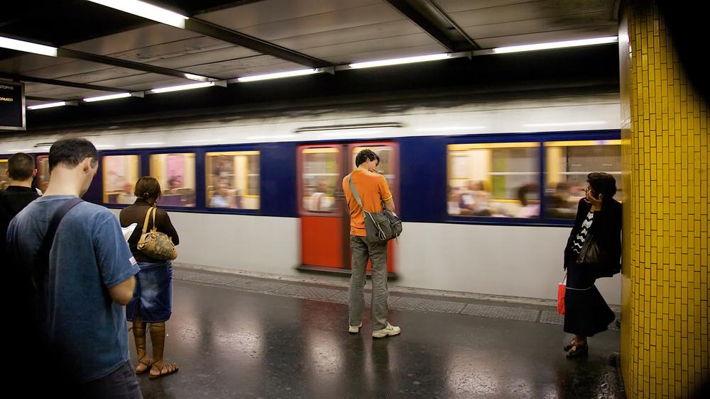 Seul dans le métro